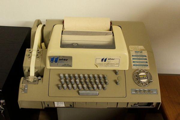 800px-Telex_machine_ASR-32